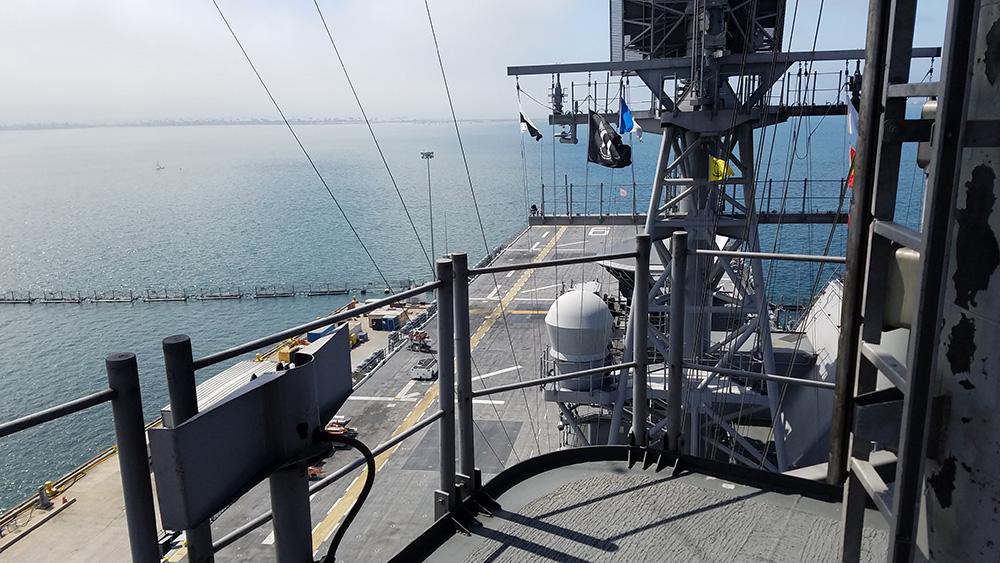 Mast_radar-cables-antenna